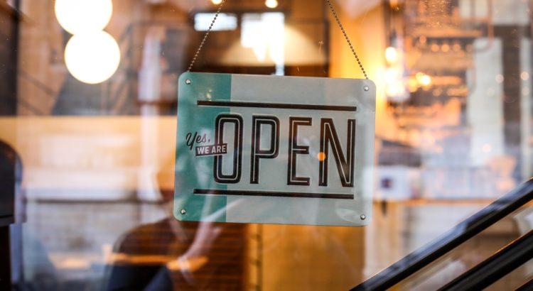 Geöffnet-Schild